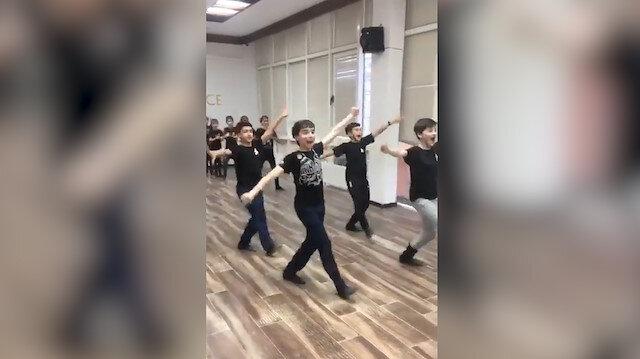 Kafkas dansı yapan çocuklardan etkileyici performans