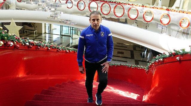 Abdullah Avcı yönetimindeki Başakşehir, Süper Lig'in ilk yarısını en yakın rakibi Trabzonspor'un 6 puan önünde zirvede tamamladı.