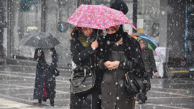 Meteorolojiden bazı illere karla karışık yağmur uyarısı yapıldı.