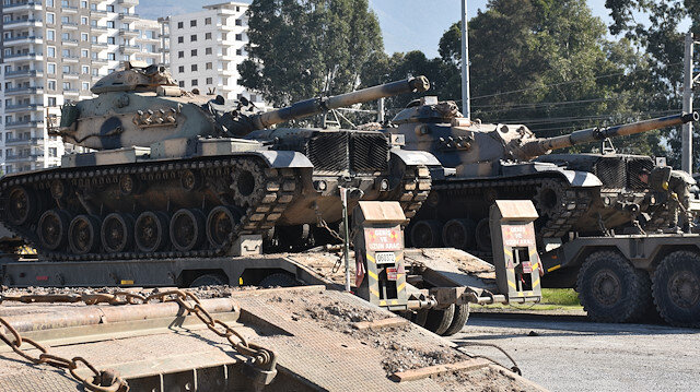 Çeşitli kentlerden demir yoluyla gönderilen askeri araçlar, İskenderun Garı'na ulaştı.