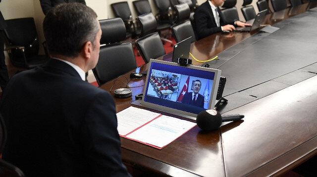 Bakan Selçuk, video konferansla bağlandığı sınıftaki öğrencilerle görüştü.
