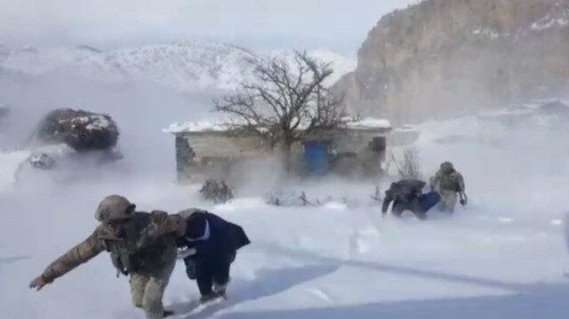 Beytüşşebap'ta hasta kadın için askeri helikopter havalandı
