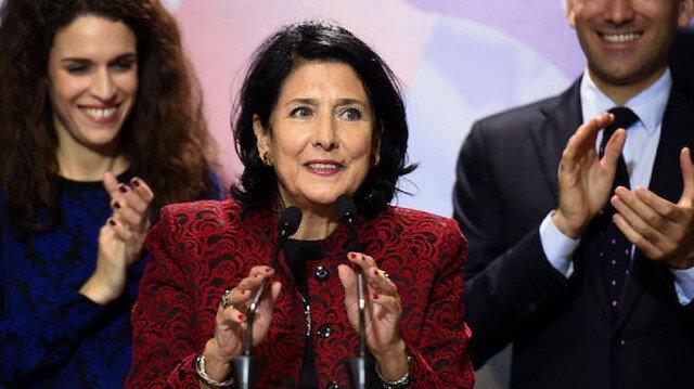 Salome Zurabişvili, Gürcistan'da yapılan cumhurbaşkanlığı seçimlerini kazanarak, ülkede bu göreve gelen ilk kadın oldu.