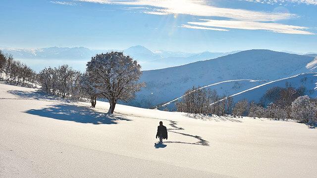Beyaza bürünen bölgede kartpostallık manzara oluştu.