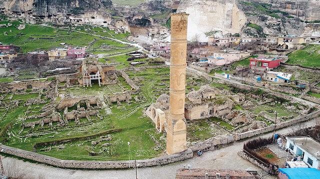 Sultan Süleyman Han'ın mezarıyla aynı yerde Eyyubi hanedanlığı üyelerine ait 6 mezar daha tespit edildi.