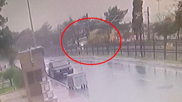Floryada tren hattındaki kaza anı kamerada