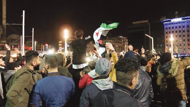 31 Aralık gecesi Taksim'de halay çeken bir grup Suriyeli