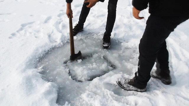 Hafik Gölünde buz kalınlığı 13 santimetreye kadar ulaştı