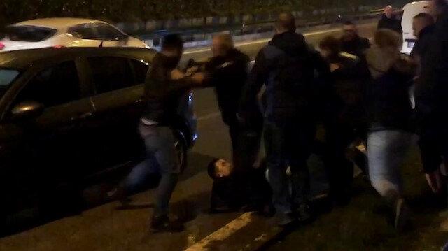 Kaza sonrası yumrukların havada uçuştuğu kavgayı polis ayırdı
