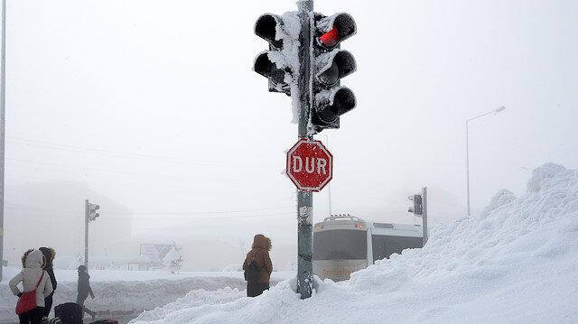 Bitlis'te kar yağışı etkisini sürdürüyor.