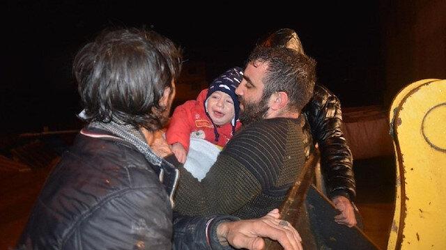 Manisa'da evlerinde mahsur kalan aile ekipler tarafından kurtarıldı