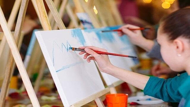 İstanbul Tasarım Merkezi'nde resim eğitimi alan çocuklar