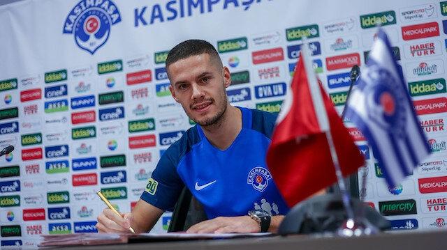 Hajradinovic, Kasımpaşa ile resmi sözleşmeye imzayı attı.