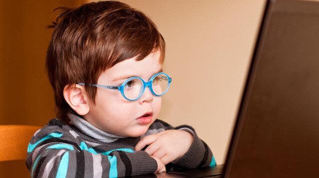 Kötü niyetli hackerlar, çocukların bilgisayar başında en çok bulundukları dönemi hedef alıyor.