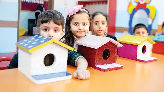 Öğrenciler kuşlar için rengarenk evler yaptı.