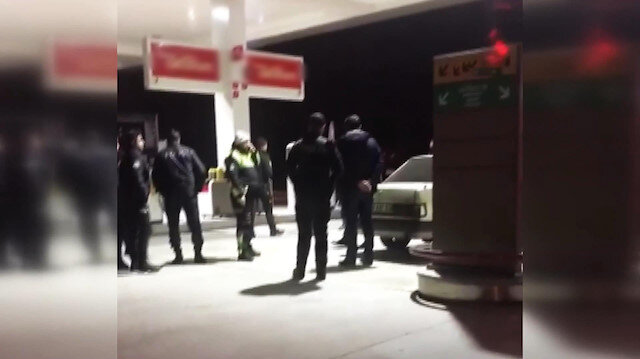 Silah göstererek tehdit ettiği otobüsün içinden 28 polis indi
