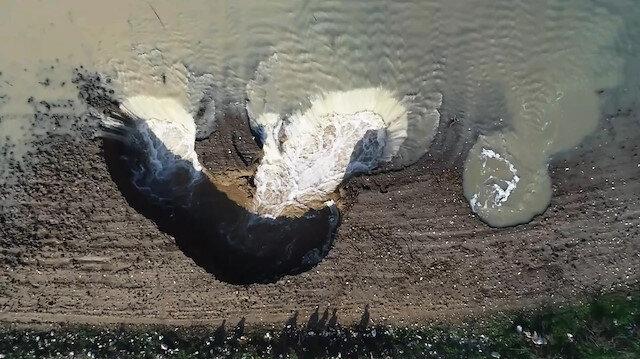 Tarım arazilerinde aşırı yağıştan obruklar oluştu