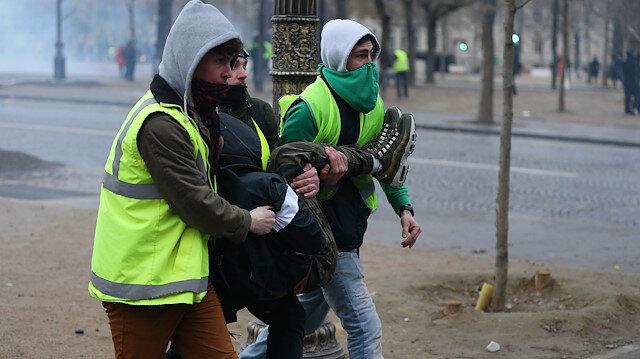 Paris'te polisin sarı yeleklilere müdahalesi devam ediyor