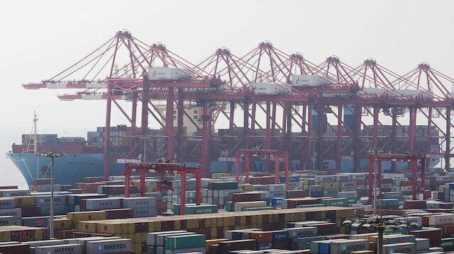 Çin'in toplam ihracatı 2018'de 7,1 artarak 2,5 trilyon dolara, toplam ithalatı yüzde 12,9 artışla 2,1 trilyon dolara ulaştı.