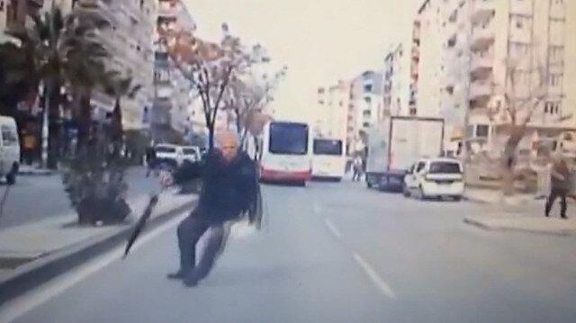 Sürücünün dikkati yaşlı adamı ezilmekten kurtardı
