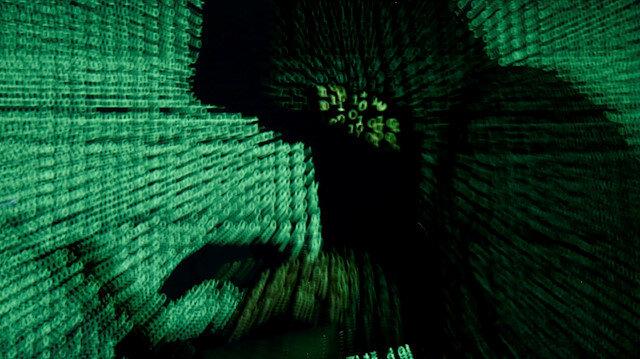 Tüm ülkenin internetini çökerten hackerın cezası belli oldu