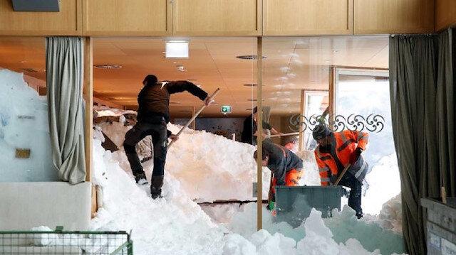 İsviçre'de otele çığ düştü