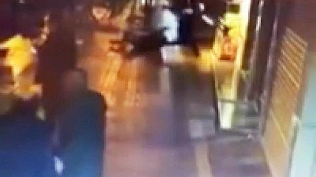 Sokak ortasında tekme tokat kavga