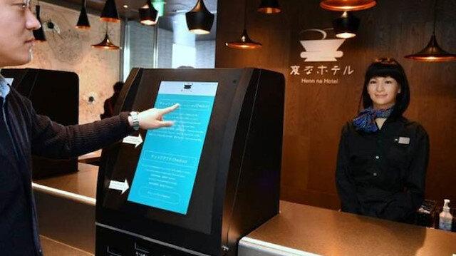 Çalışan robotlar otelin tanıtım yüzü olmuştu.