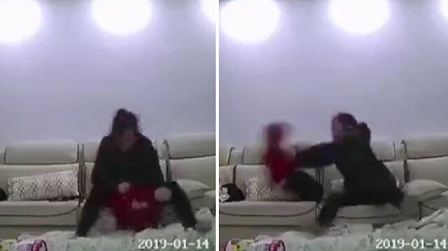 Vicdansız bakıcının küçük çocuğu sarsıp fırlattığı anlar kamerada