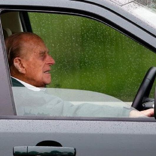 Prens Philip ehliyetsiz araba kullanırken yakalandı