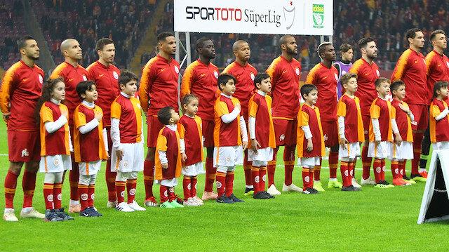 Dilmen'den Galatasaraylı futbolculara: İstiklal Marşı'nı öğrenin artık