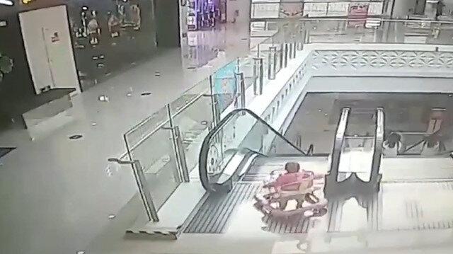 Başıboş bırakılan bebek yürüyen merdivenlerden düştü
