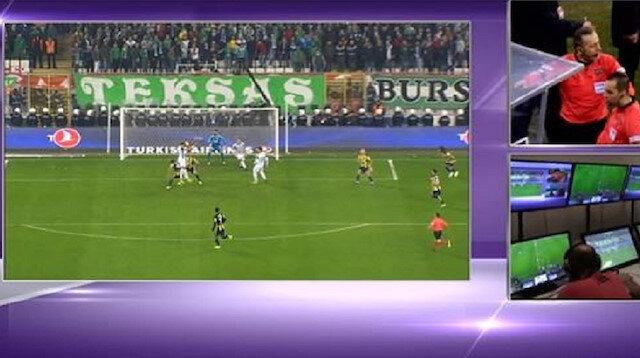 Cüneyt Çakır Bursaspor'un golünü yan hakemine izletti