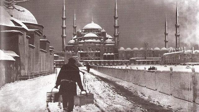 İstanbul'a uzunca bir süre su verilemedi. Şehre kurtlar inmeye başlamıştı.