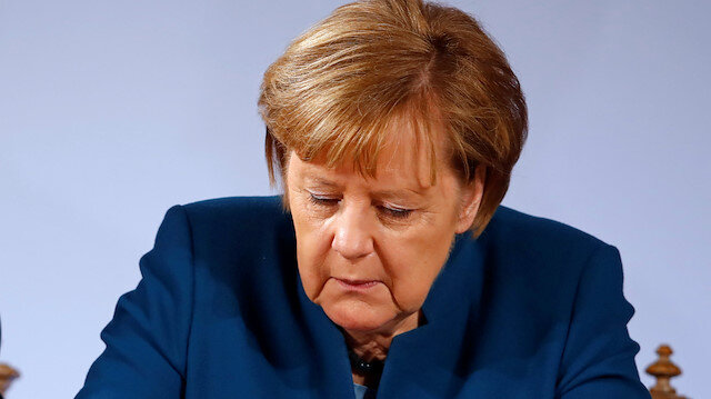 Merkel reaffirms goal to create an EU army