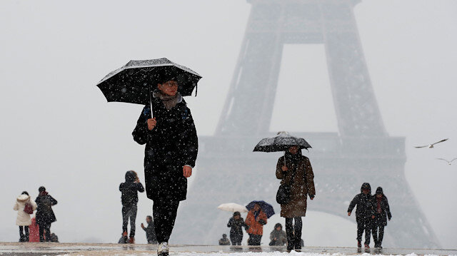 In snowy Paris, Chanel recreates summery bliss, minus Lagerfeld