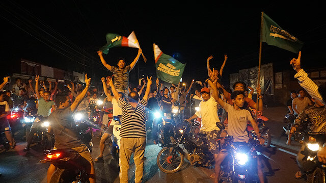 Moro referandum zaferini kutluyor