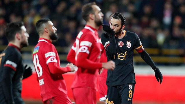 Selçuk İnan, Galatasaray'ı Boluspor karşısında 1-0 öne geçiren penaltı golünü attı.