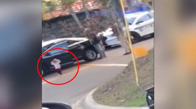 Babasını gözaltında gören minik bebek ellerini kaldırarak polise yürüdü