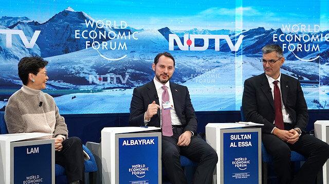 """Hazine ve Maliye Bakanı Berat Albayrak, Dünya Ekonomi Forumu kapsamında """"Yükselen Piyasaların Görünümü"""" konulu panele katıldı."""