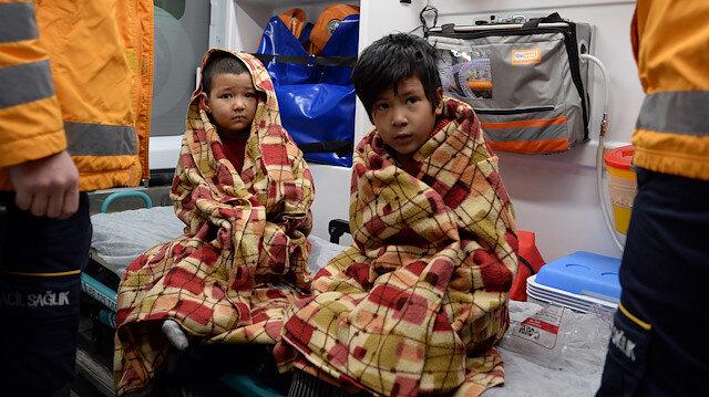 Gazete dağıtıcısı Remzi Özyurt Afgan ailenin küçük çocuklarının hayatını kurtardı.