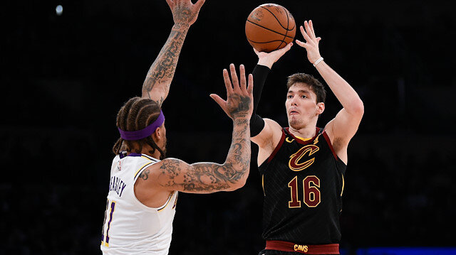 Cedi Osman NBA'de yıldızını parlatıyor