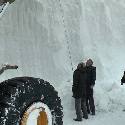 10 metre kar: İş makinesi ile ölçtüler