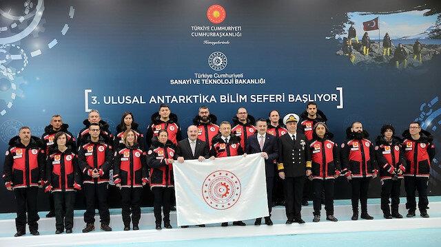 """تركيا تُطلق رحلة """"علمية"""" بفريق خاص إلى قارّة أنتاركتيكا المتجمّدة"""