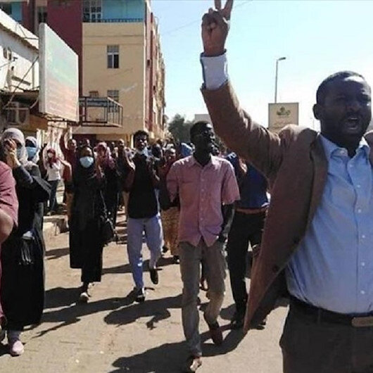 المعارضة يسيرون 24 موكباً للشهداء في الخرطوم