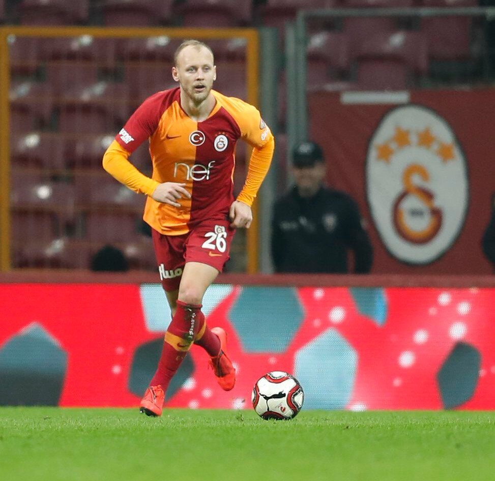 Semih Kaya uzun bir aranın ardından Galatasaray formasını giydi.