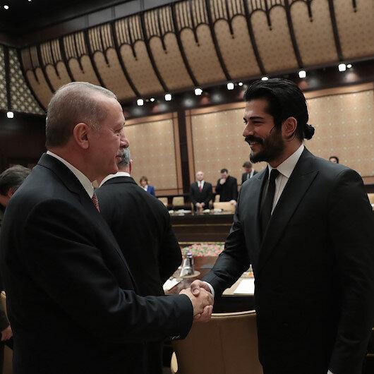 بالصور.. شاهد الرئيس أردوغان يلتقي نجوم التمثيل والسينما الأتراك