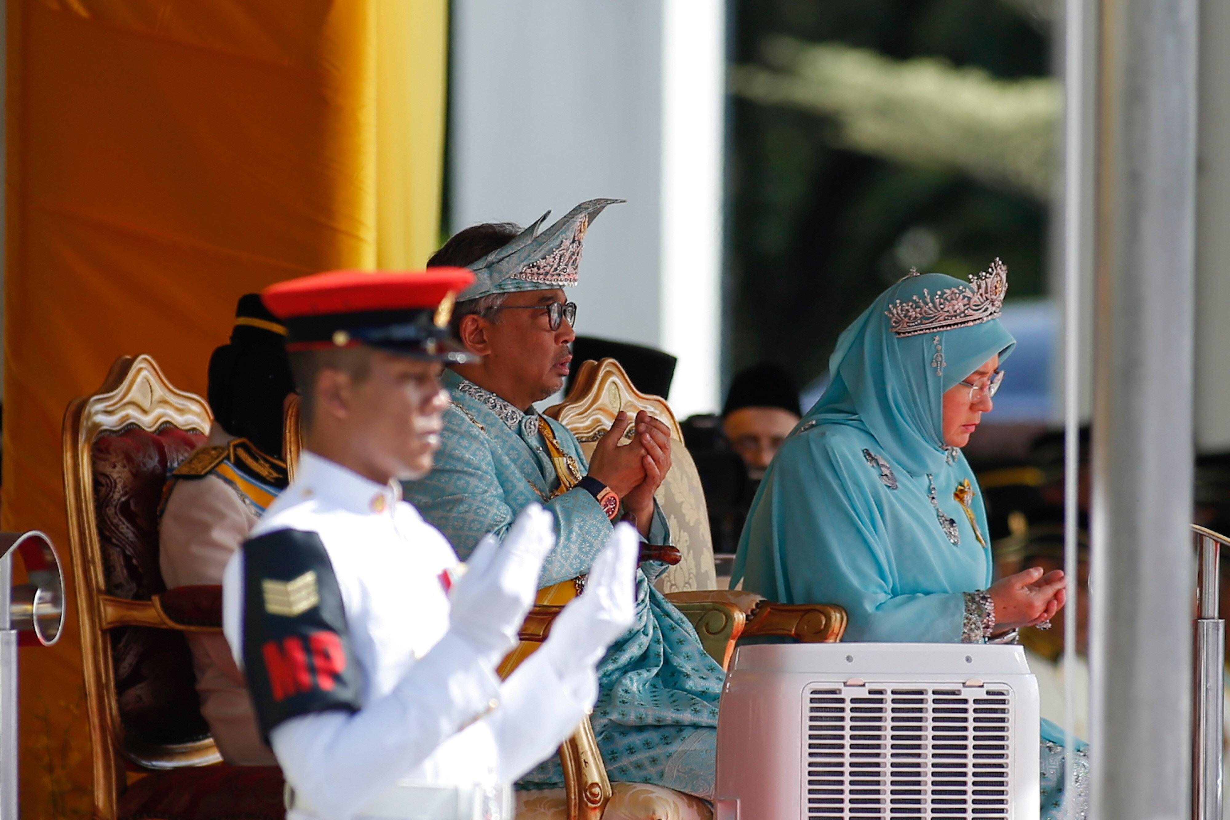 İmzalanan belgelerden sonra Sultan Abdullah, kendisi için düzenlenen törene katıldı.