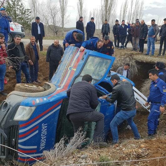 Çorum'da askeri araç şarampole devrildi: 3 yaralı