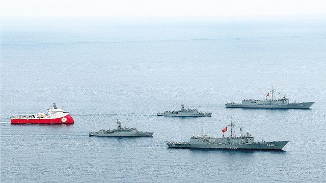 Savaş gemilerinin korumasındaki Barbaros Hayreddin Paşa gemisi